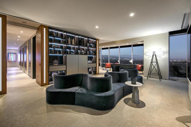 画像3: 新居はLAが一望できる高層マンション