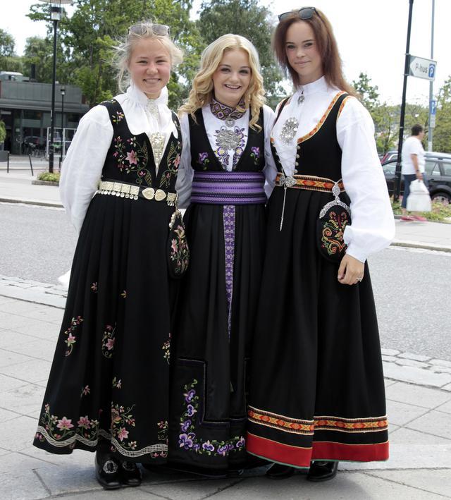 画像: ノルウェーの民族衣装「ブーナット」の例。