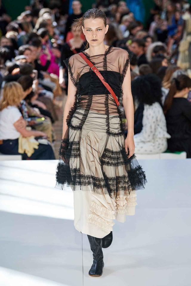 画像: ブランドMolly Goddard(モリー ゴダード)より、ロンドンのファッションウィークにて