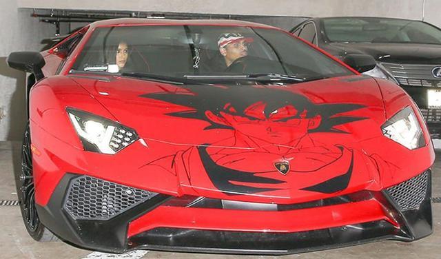 画像: 『ドラゴンボールZ』の主人公、孫悟空のペイントが施された高級車ランボルギーニを所有するほど。