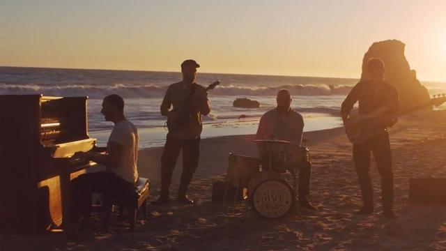 画像: コールドプレイの新曲「エヴリデイ・ライフ」のMVには心に沁みるメッセージが