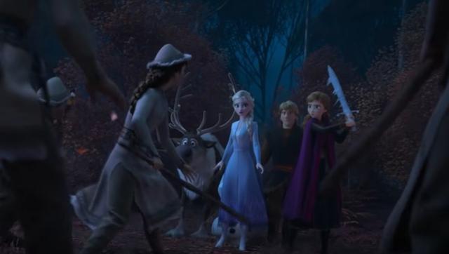 画像: 第2弾予告編にチラリと登場したシーンでは、すでにアナは金属ではなく氷でできた剣を手にしていた。©Walt Disney Animation Studios/ YouTube