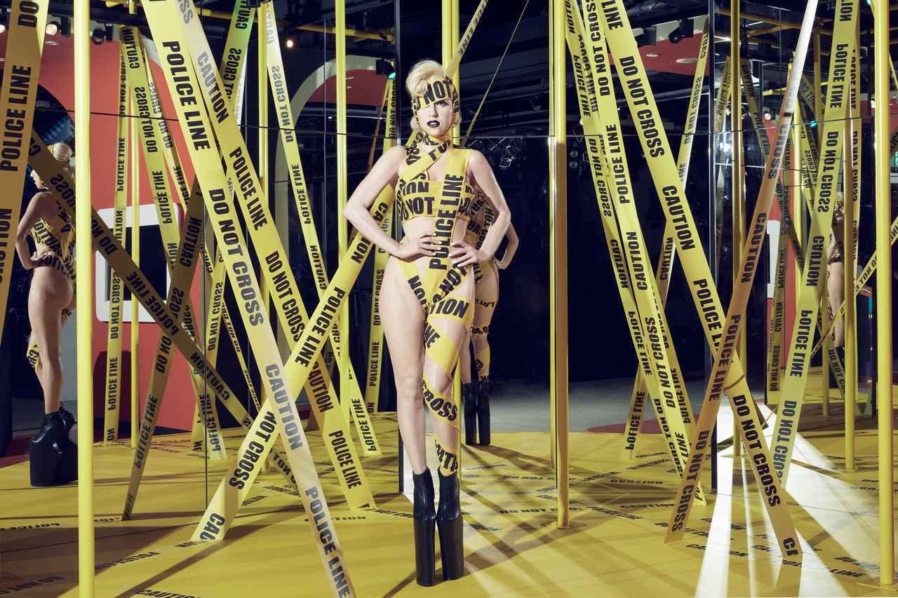 画像: レディー・ガガ「テレフォン」の世界を表現