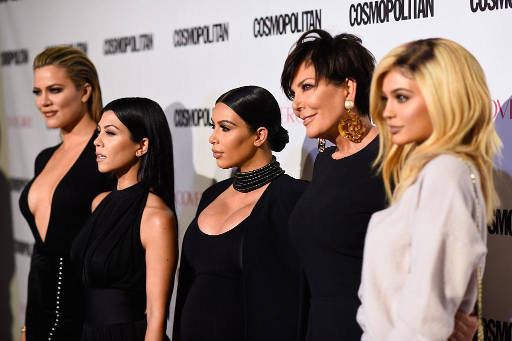 画像: 左から三女クロエ、長女コートニー、次女キム、母クリス、末っ子カイリー。