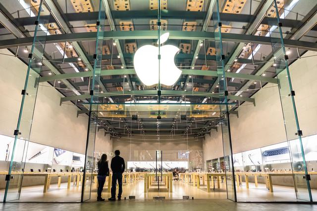 画像: アップル社から電話、女性の正体は…!