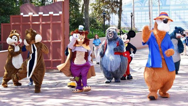 画像: ミッキーマウスが誰にも見られずに移動する方法