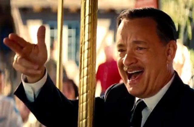 画像: 映画『ウォルト・ディズニーの約束』より、ウォルトを演じた俳優のトム・ハンクス。