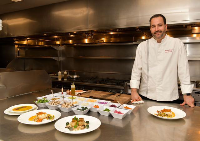 画像: サスティナブルな料理にも精通しているマシュー・モーガン総料理長。