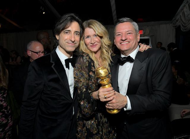画像: 『マリッジ・ストーリー』ノア・バームバック監督(左)、ローラ・ダーン、Netflix幹部テッド・サランドス