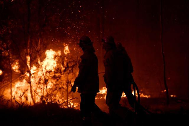 画像: 広範囲を焼き尽くすオーストラリア森林火災