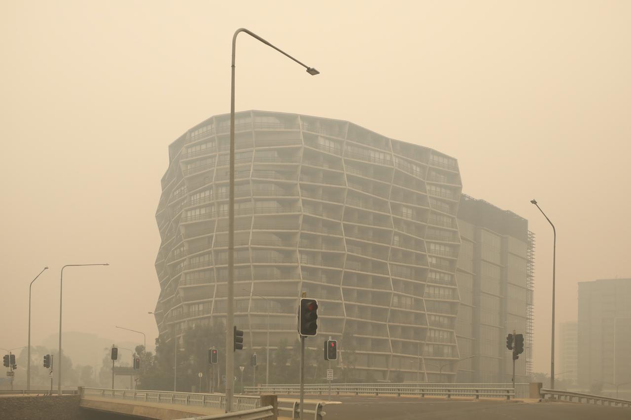 画像: 山火事の煙がダウンタウンにも充満(キャンベラにて2020年1月5日撮影)