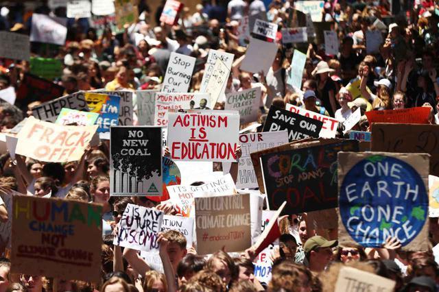 画像: オーストラリアでも、気候変動に対して早急な対策を求めるデモはたびたび開催されている(シドニーにて2018年11月30日撮影)