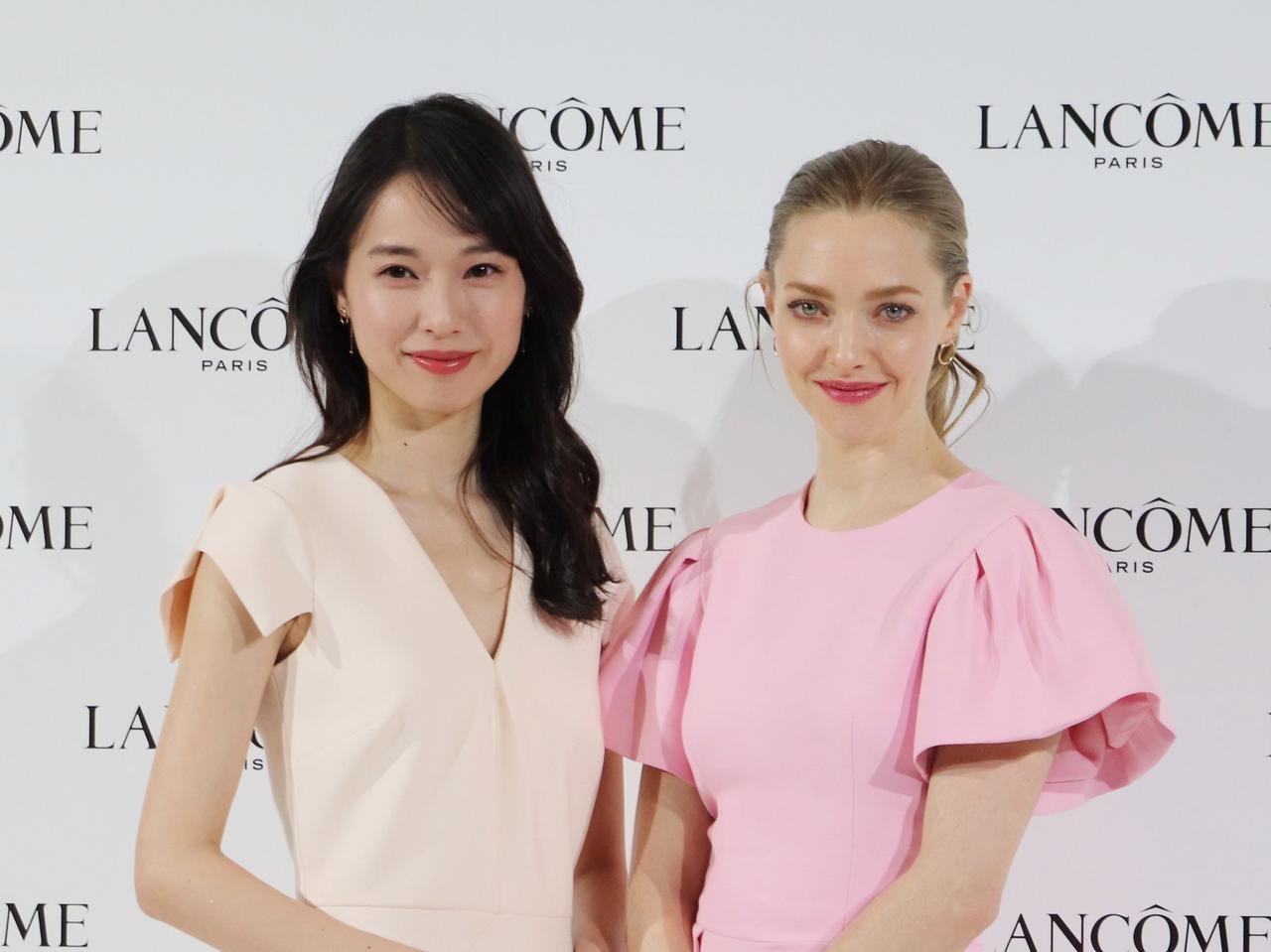 画像: 左:戸田恵梨香氏、右:アマンダ・サイフリッド