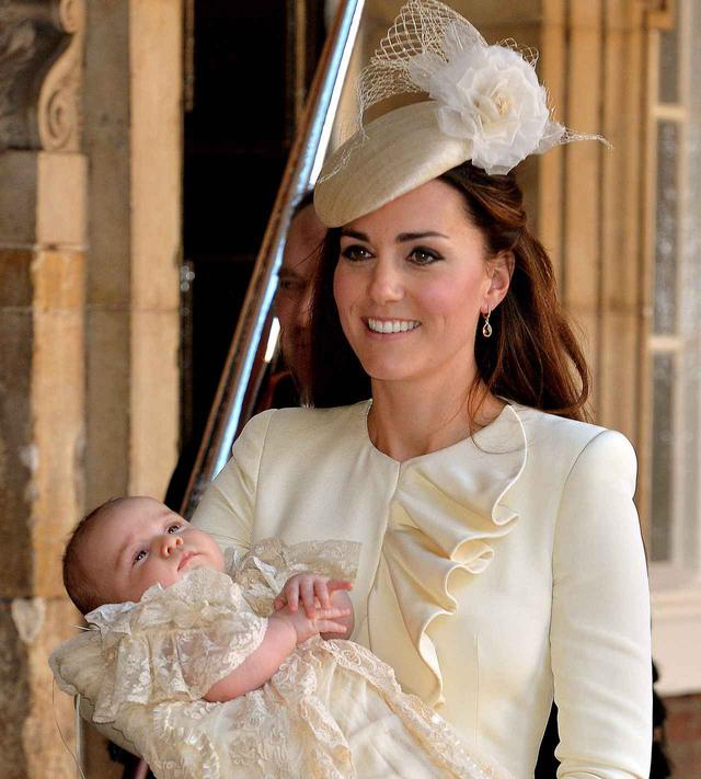 画像: 2013年にジョージ王子の洗礼を行なった際のキャサリン妃。