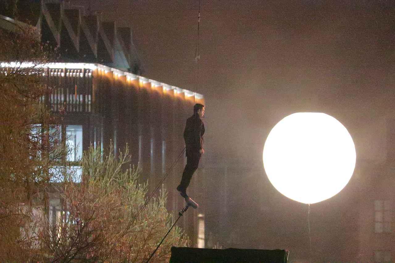 Images : 10番目の画像 - リチャード・マッデンが宙を舞う!MCU新作映画『エターナルズ』の撮影現場が激写 - フロントロウ -海外セレブ情報を発信