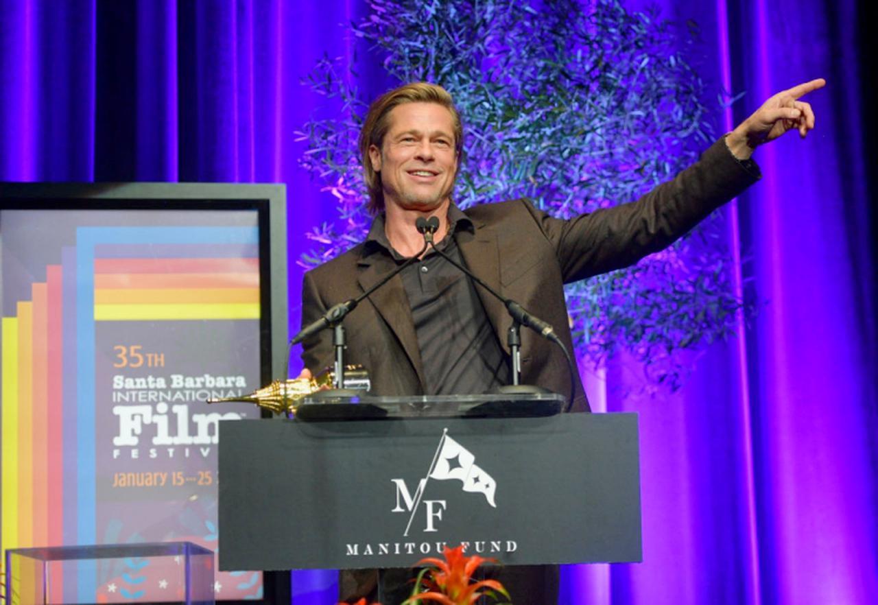 画像: サンタバーバラ国際映画祭で受賞スピーチを行なうブラッド。