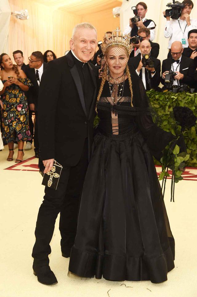 画像: 2018年のメットガラは長年親交があるマドンナと出席。