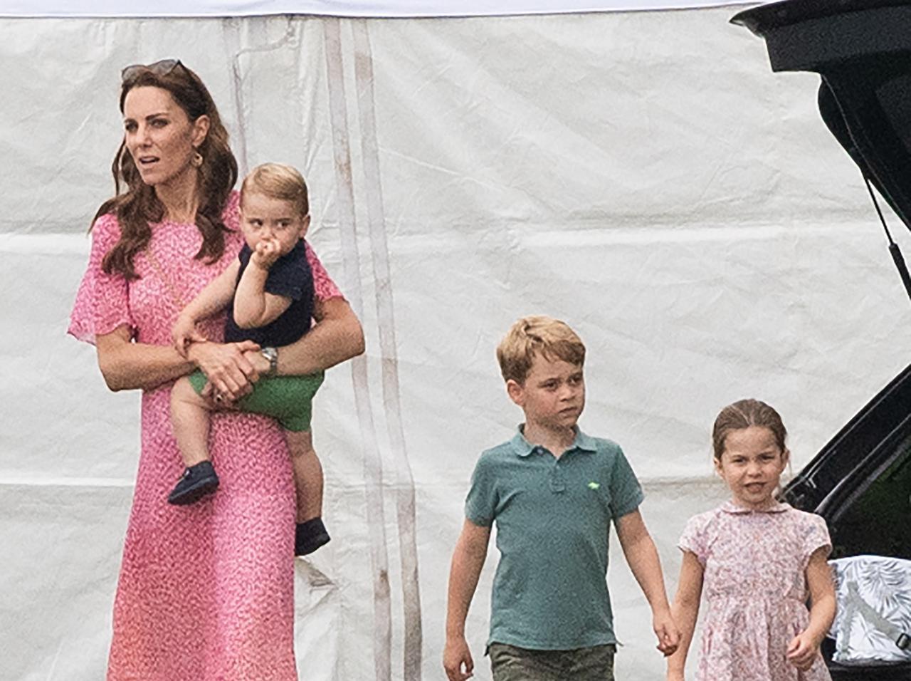画像: 2019年7月のキャサリン妃と3人の子供たち。