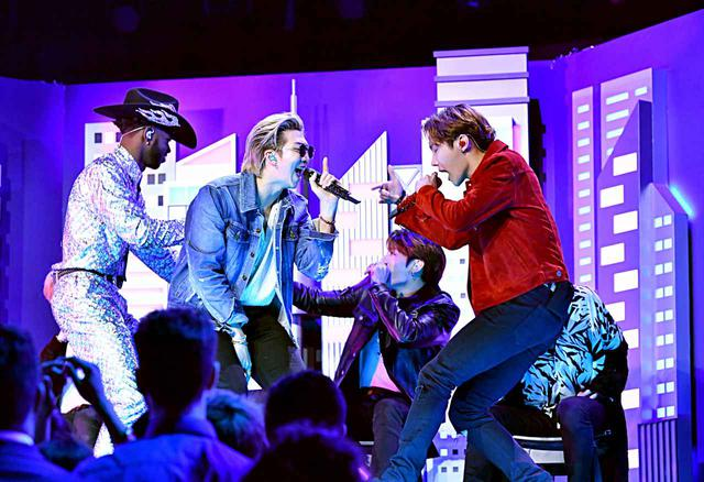 画像3: リル・ナズ・X、ビリー・レイ・サイラス、BTSらがコラボステージ