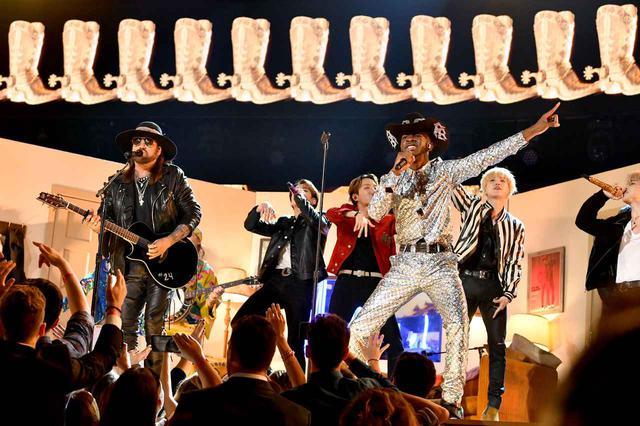 画像8: リル・ナズ・X、ビリー・レイ・サイラス、BTSらがコラボステージ