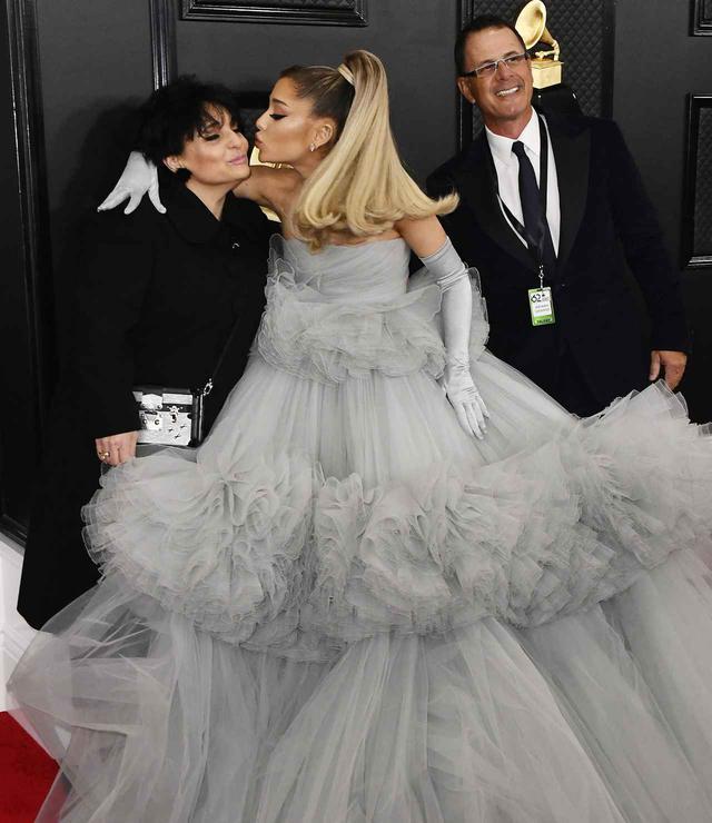 画像2: グラミー賞のレッドカーペットに両親と登場