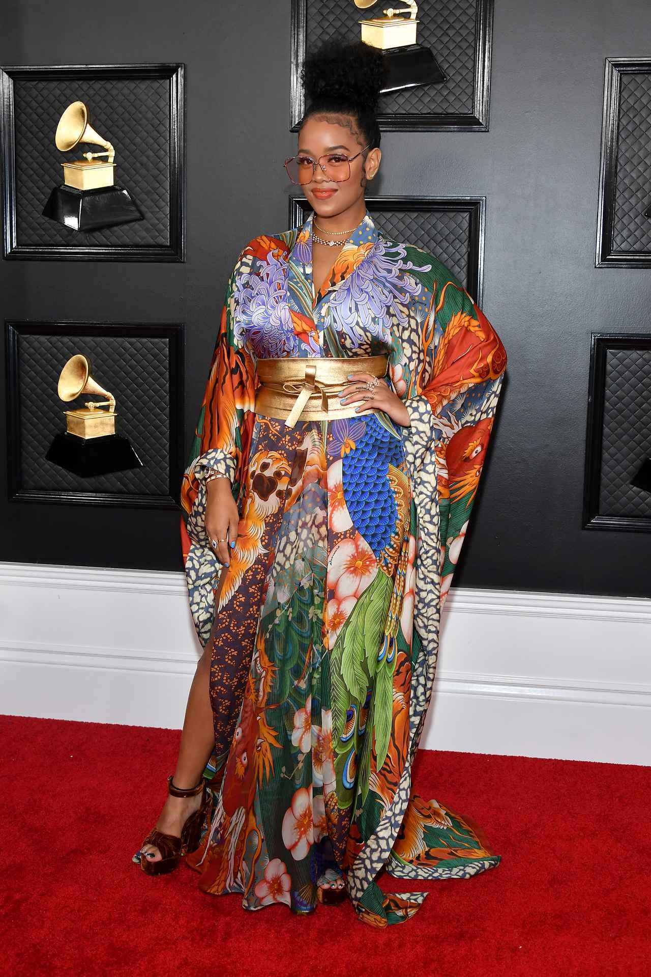 画像: H.E.R.が着物ドレスでグラミー賞に参加