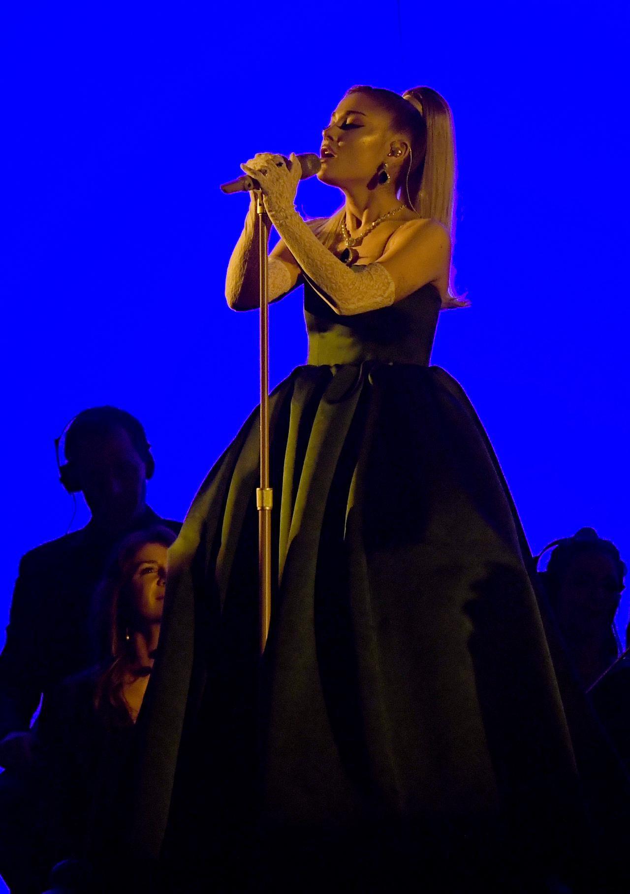画像3: アリアナ・グランデがグラミー賞で圧巻のパフォーマンス