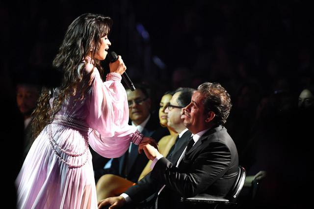 画像3: カミラ・カベロのステージに父親も涙