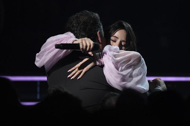 画像4: カミラ・カベロのステージに父親も涙