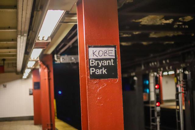 画像2: ニューヨークがコービー・ブライアントを追悼
