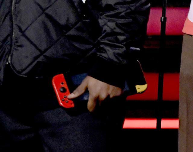 画像4: グラミー賞授賞式のステージで任天堂スイッチ