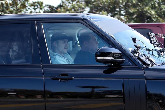 画像1: ジェームズが運転する車でドライブするのが定番