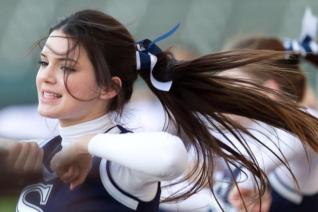 画像: 2011年に撮影されたチアリーディングをするケンダル・ジェンナー。