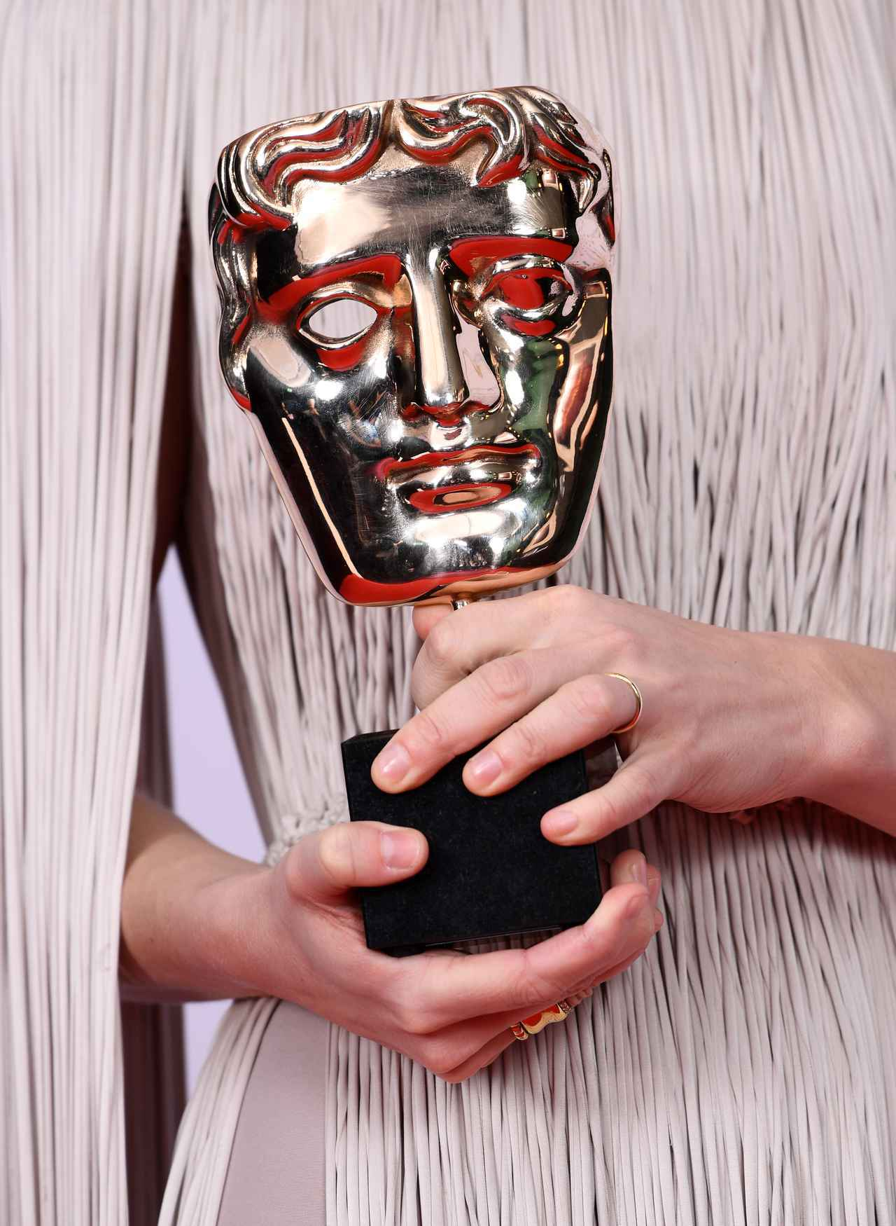 画像: BAFTAのトロフィー