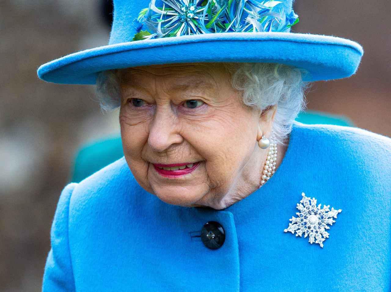 画像2: エリザベス女王、衣装にきらめく孫たちへの愛