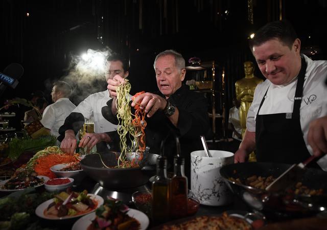 画像: 毎年恒例となったガバナーズ・ボールのメニューお披露目会。2020年は、スパイラル状にスライスされた野菜を使ったものなど、食物性のメニューが注目を集めた。