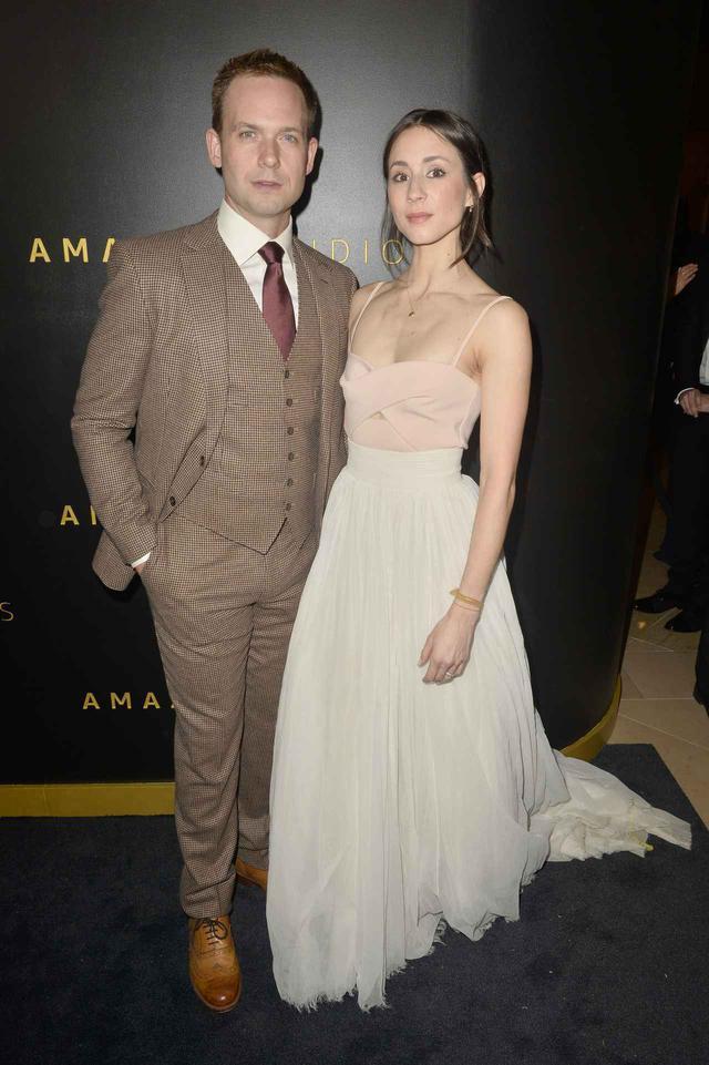 画像: ゴールデン・グローブ賞のアフターパーティーに、結婚式で着たドレスを着て現れたトローヤン・ベリサリオ。