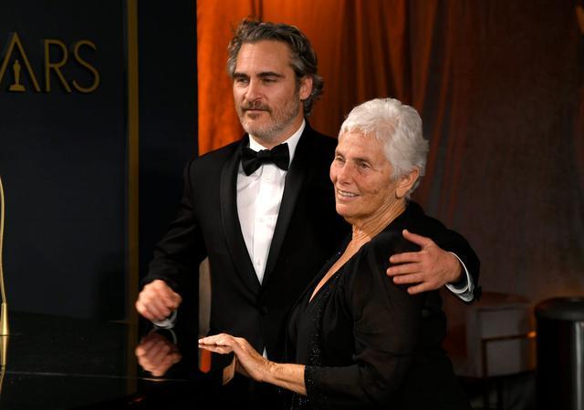 画像: ホアキンとリヴァーの母ハート・フェニックスと。