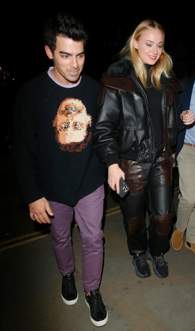 画像: 2月4日にイギリス・ロンドンで撮影されたジョーとソフィーの姿。