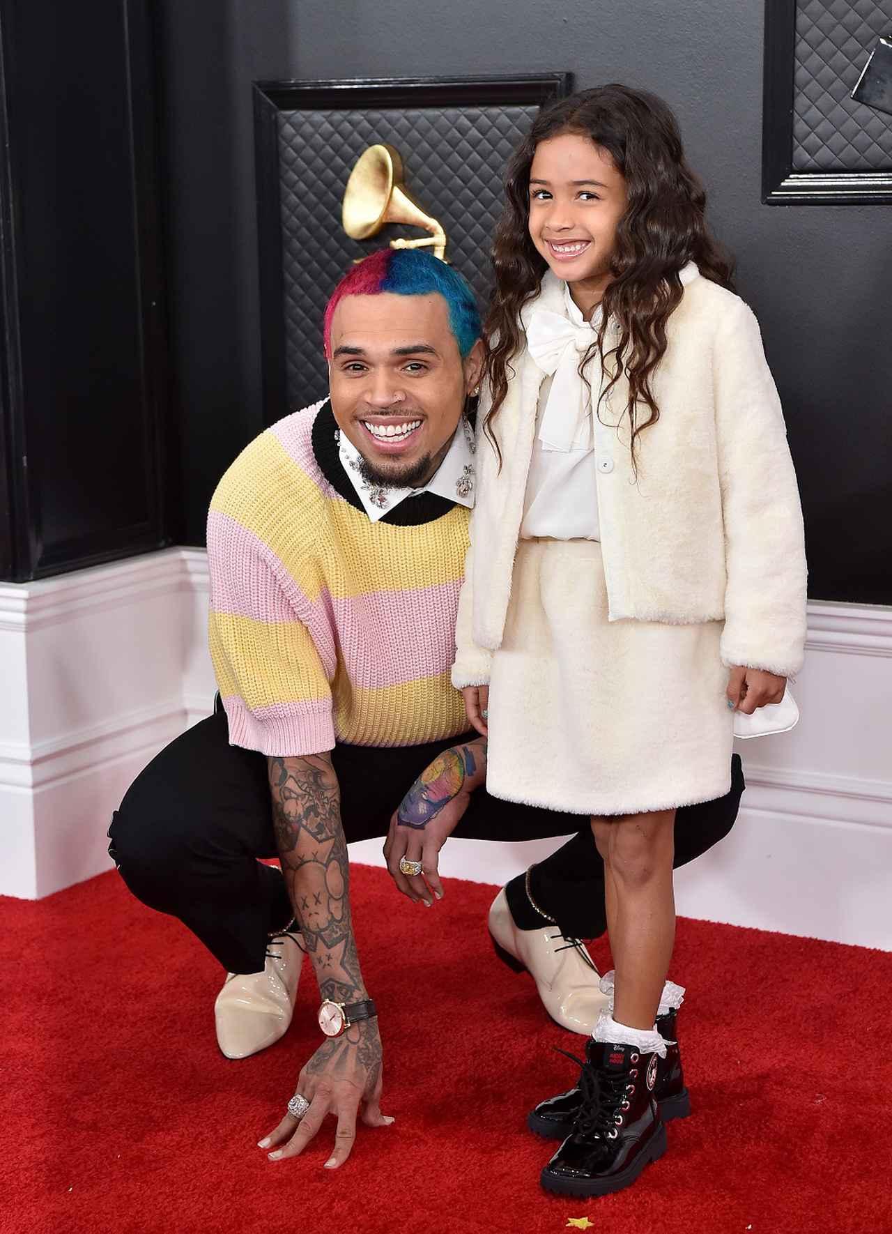 画像: グラミー賞ではタトゥーよりも、愛娘にメロメロな溺愛パパぶりが注目を集めた。