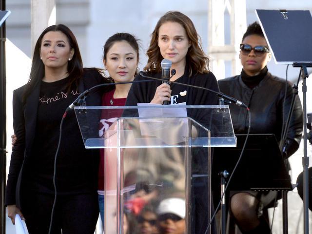 画像: 2018年に米ロサンゼルスで開催されたウィメンズ・マーチ(女性たちの行進)に参加し、スピーチを行なったナタリー。