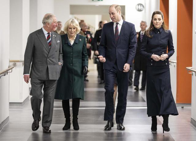 画像1: チャールズ皇太子とウィリアム王子が親子の顔