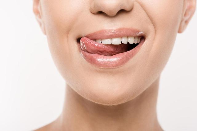 画像: 唇をなめる習慣