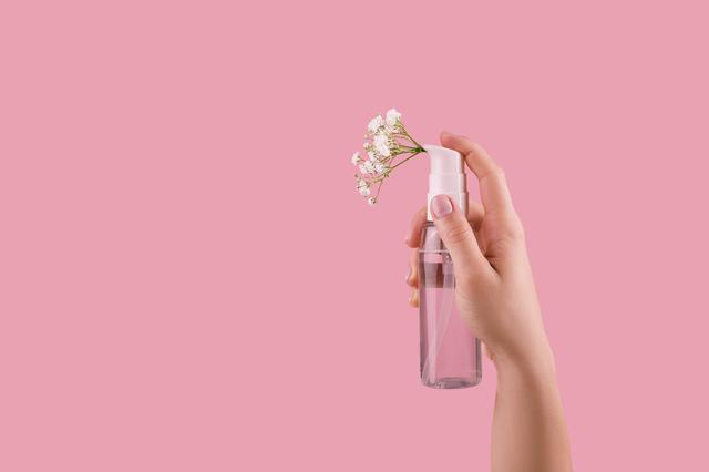 画像: 裏ワザ2:ミスト化粧水でうるおいをプラス
