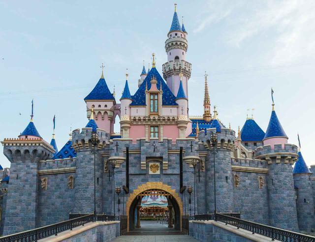画像: シンデレラ城の新ルックがお披露目