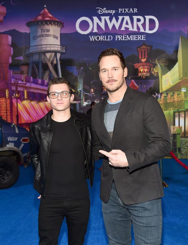 画像: 映画『2分の1の魔法』のLAプレミアに登場したトム・ホランドとクリス。