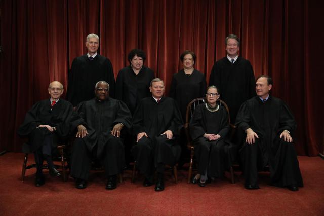 画像: 2018年に撮影された最高裁判所判事たちの集合写真。