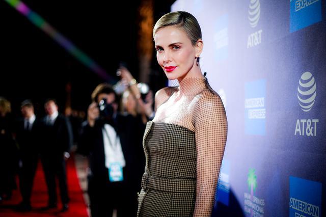 画像: 2020年に開催された31st Annual Palm Springs International Film Festival Film Awards Galaでのシャーリーズ・セロン