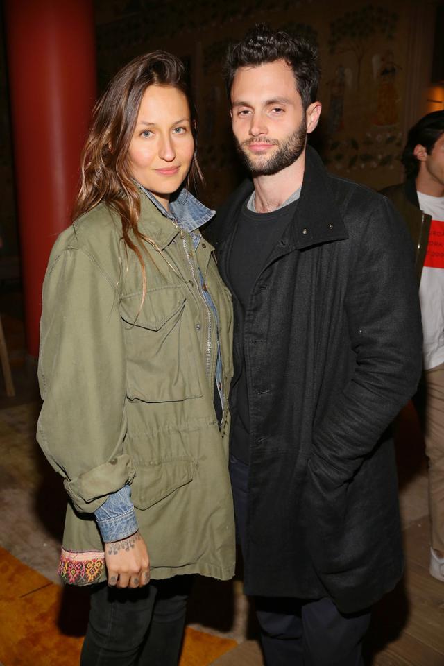 画像: ペンと妻のドミノ。
