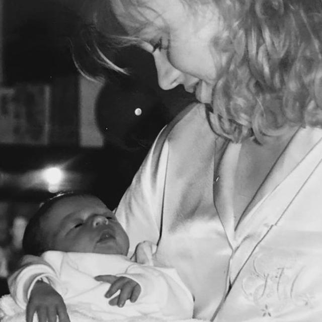 画像: 生まれたときから一番のファンだった母ジョハンナ。『Xファクター』のオーディションに連れて行ってくれたのも母だった。©Johannah Deakin